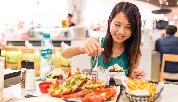 5 Kebiasaan Makan yang Perlu kamu Hindari