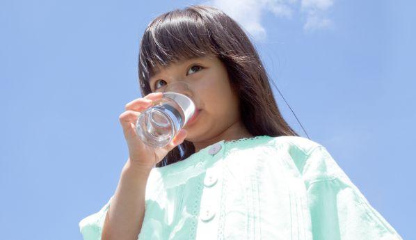Manfaat Air Minum pH Tinggi untuk Kesehatan Anak